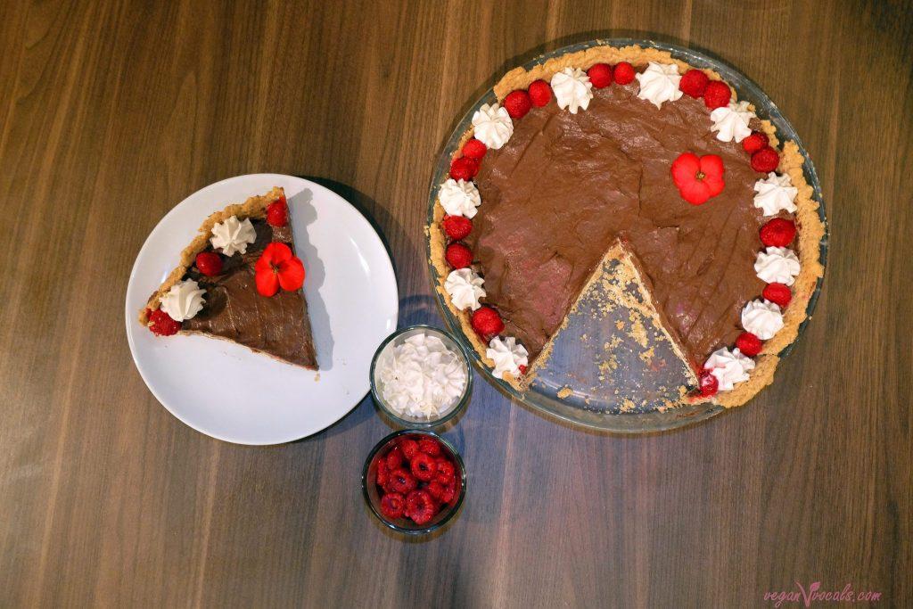 La mejor Nata Vegana del Mundo (Extra Firme: Natural y con Sabor a Frambuesa) en nuestra tarta de chocolate vegana otoñal