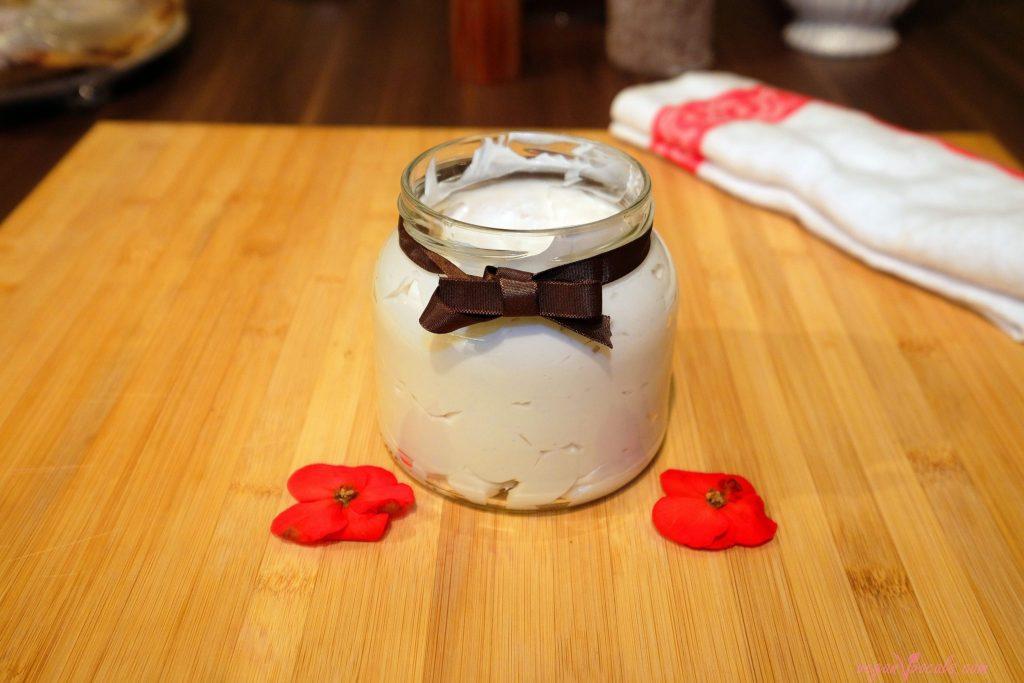 Dreamy Vegan Whipped Cream (Plain & Raspberry Flavoured)
