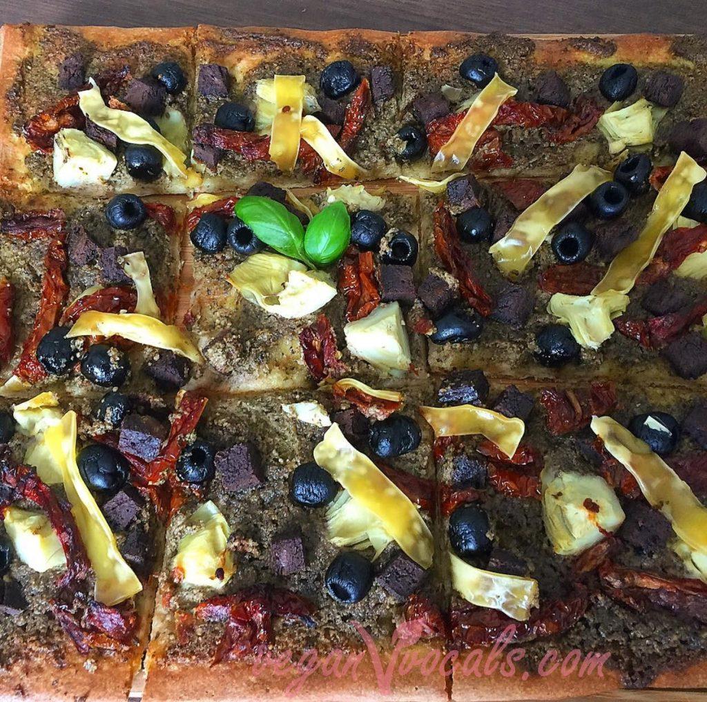 Salsa Pesto Vegana con pizza