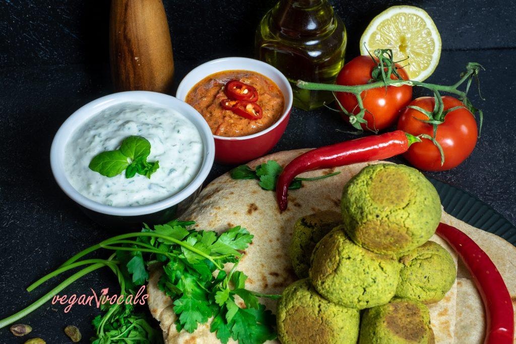 Falafel al Horno Y 3 Salsas Caseras (Tzatziki, Tahini al Limón y Tomate Picante)