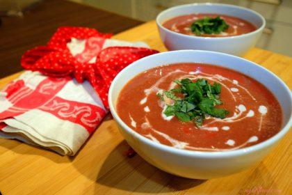 Crema De Tomate Con Salsa de Albahaca Vegana