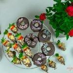 Fresas Cubiertas De Chocolate Vegano con Donuts Veganos Saludables de Chocolate