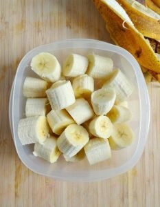 How to freeze bananas for the making of banana ice cream