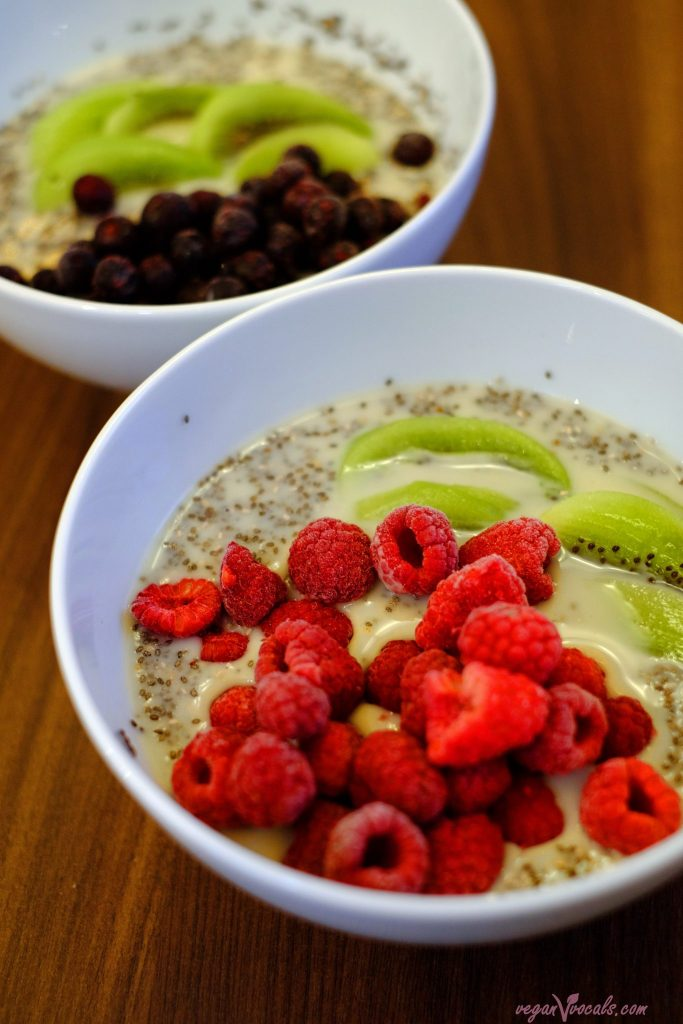 Overnight Oats Chia Pudding with Berries (Vegan & Gluten-Free)