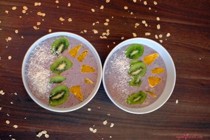 Quick & Easy Vegan Blueberry Smoothie Bowl Made Entirely of Whole Foods