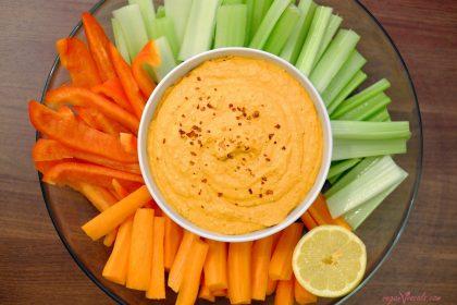 Crudités de Verduras con Hummus de Pimiento Rojo Bajo en Calorias