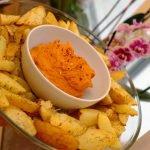 Hummus de Tomates Secos Saludable con Patatas Asadas (Sin Aceites)