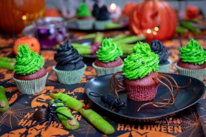 Cupcakes de Fresa Sangrienta Rellenos de Intestinos Verdes de Albahaca Veganos (Halloween Special)