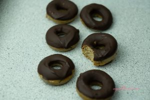 HEALTHY VEGAN CHOCOLATE DOUGHNUTS