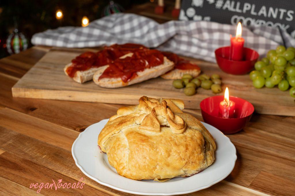 Vegan Baked Brie En Croûte w Lingonberry Jam