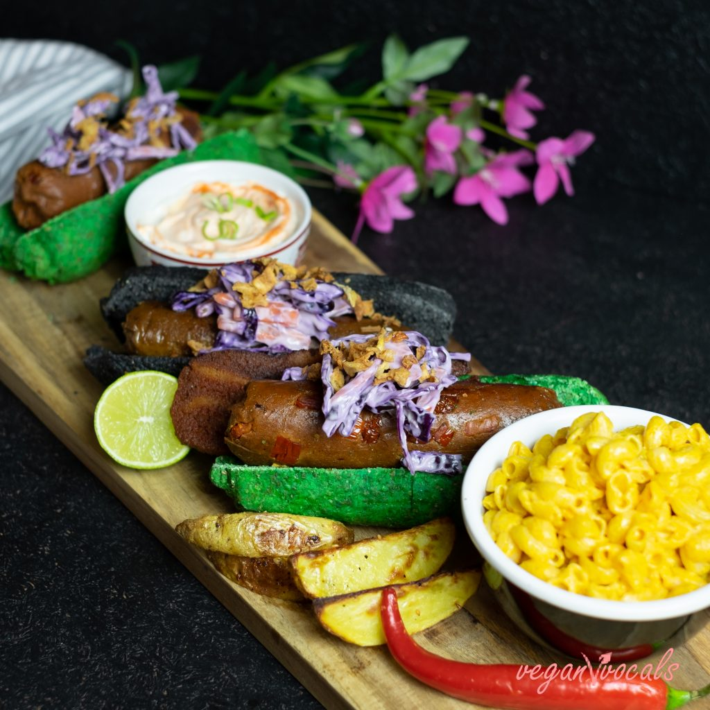 NO-DOG BUNS & VEGAN SAUSAGES WITH VEGAN MAC&CHEESE FROM VEGANVVOCALS