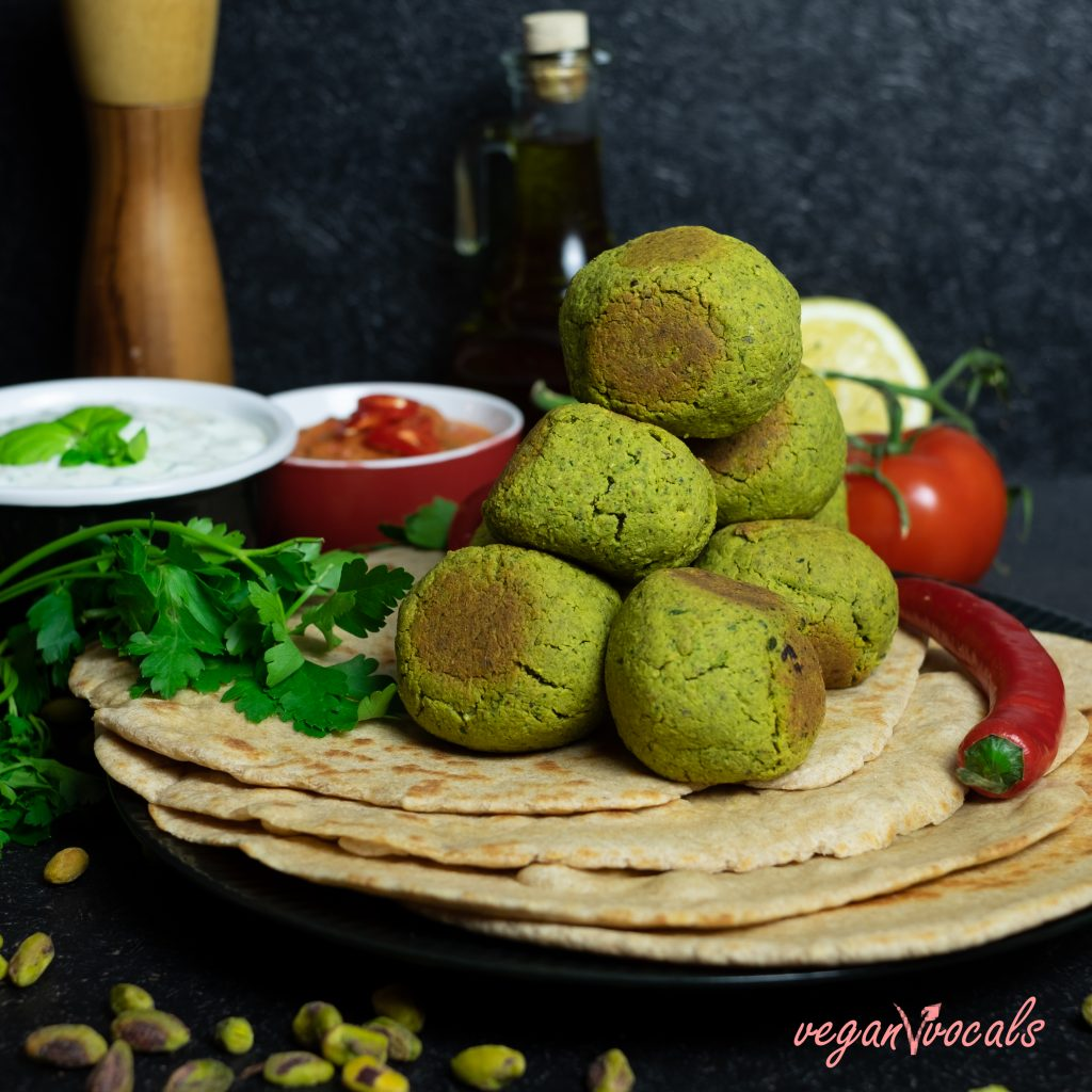 VEGAN FLATBREAD & PISTACHIO FALAFEL FROM VEGANVVOCALS