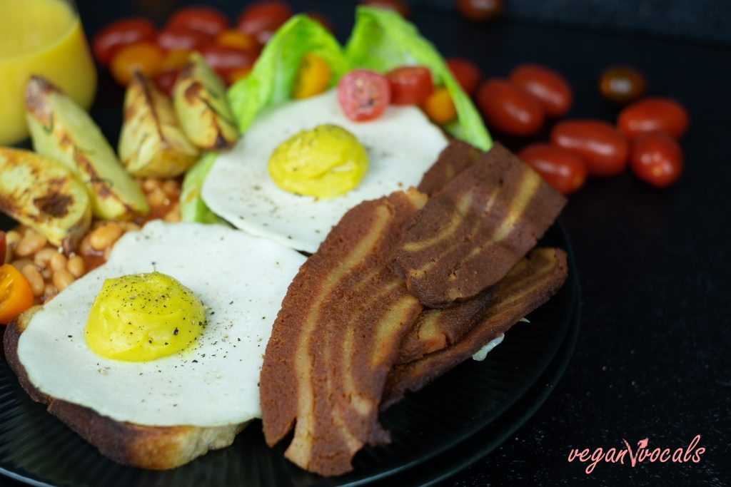 Vegan Fried Eggs with Vegan Seitan Bacon (2)
