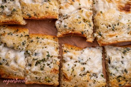 The Best Vegan Garlic Cheesy Bread