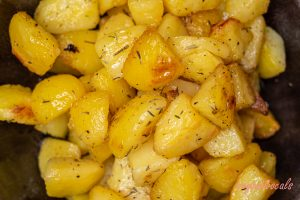 The Best Garlic Roasted Potatoes