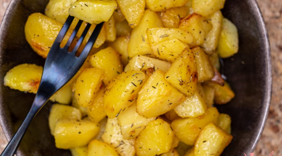 The Best Garlic Roasted Potatoes