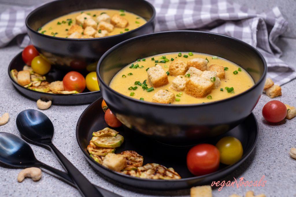 Creamy Vegan Zucchini Cheese Soup (8 ingredients!)